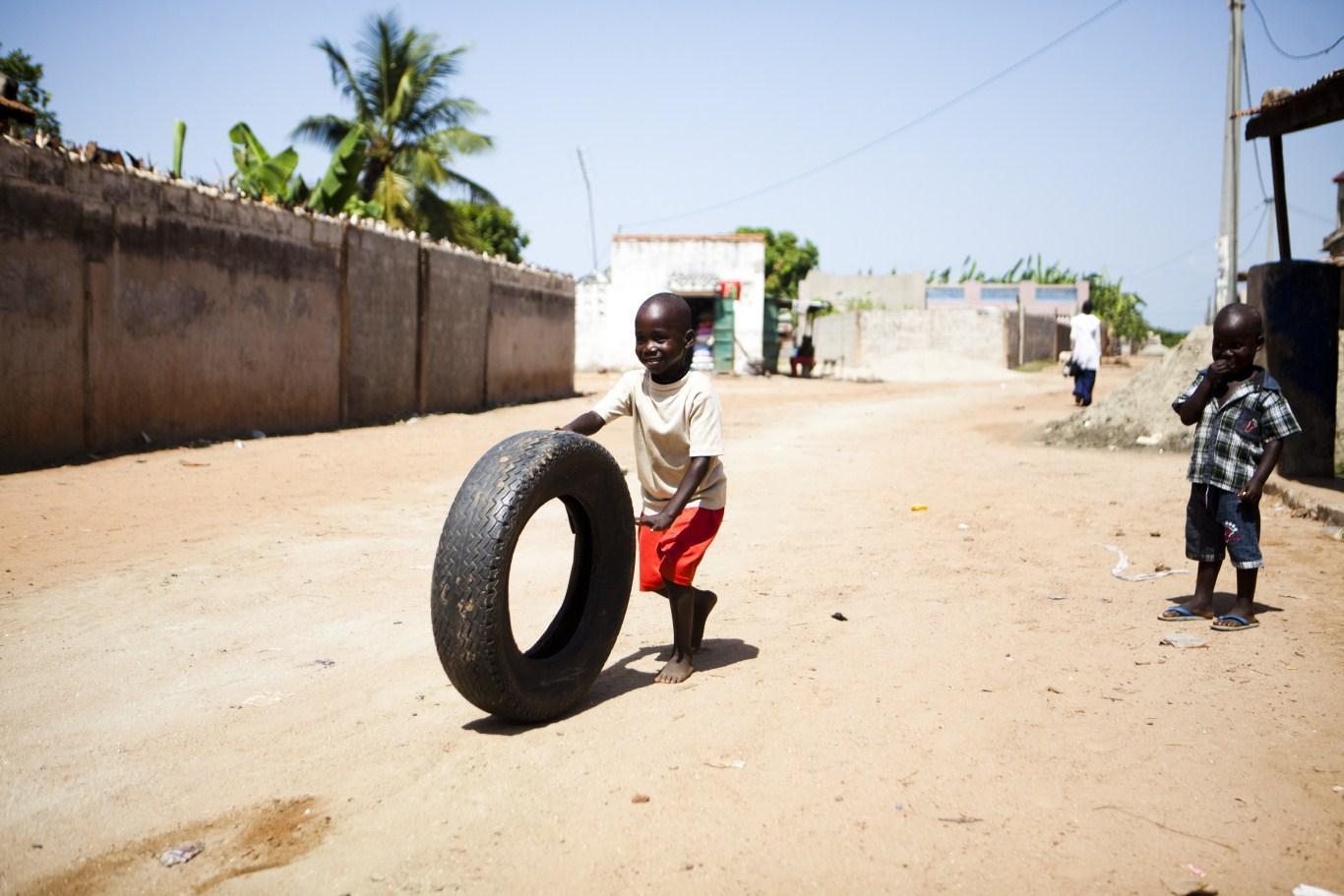 Deljenje riža in druženje v vasi Barra