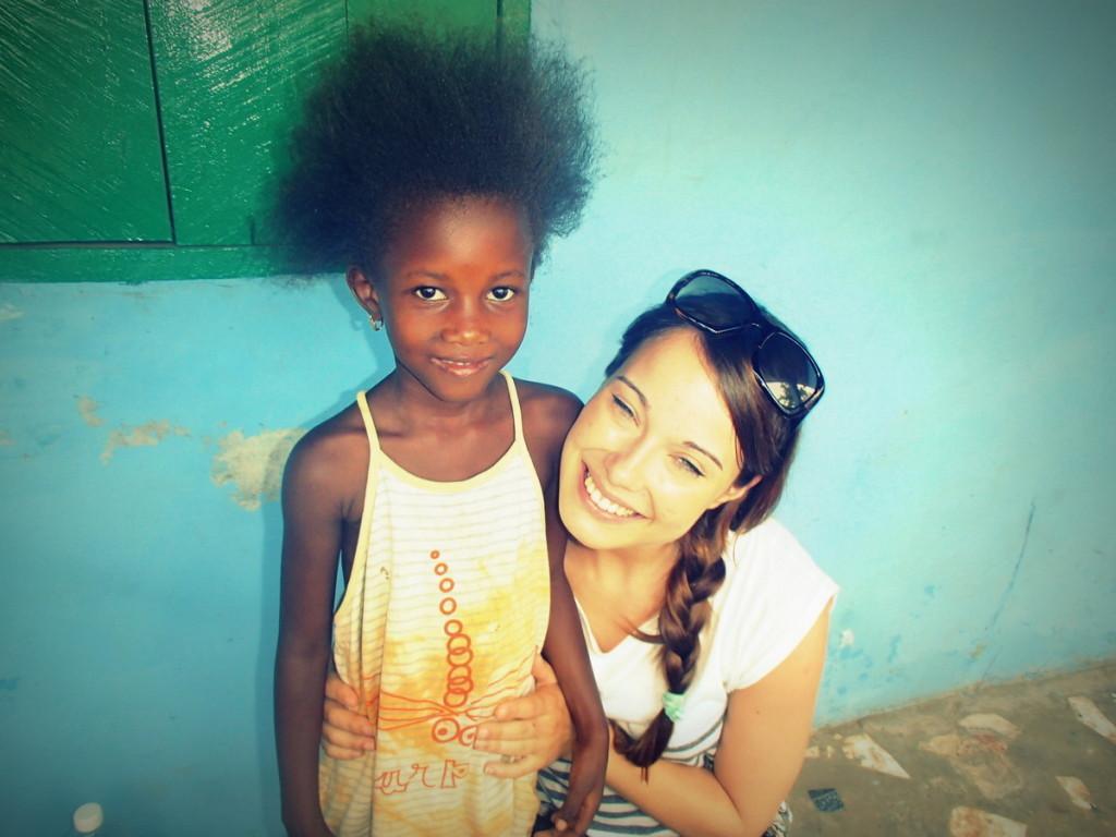 Tanja Viraj z Awo v vasi Barra